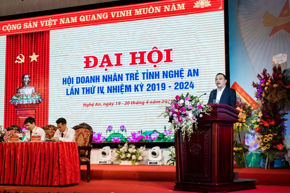 Anh Đinh Xuân Hải, Phó Chủ tịch Hội DNT Việt Nam phát biểu tại Đại hội
