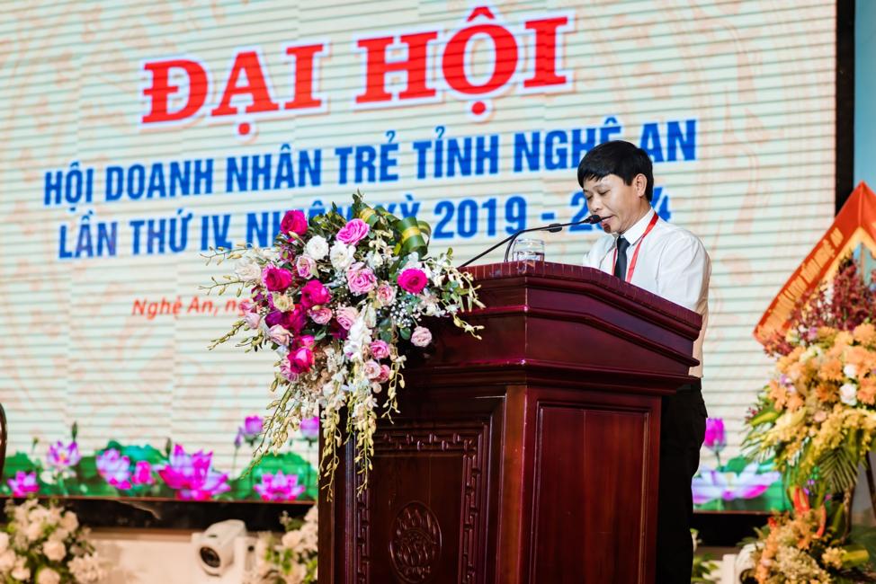 Anh Nguyễn Đàm Văn, tân Chủ tịch Hội DNT Nghệ An phát biểu nhận nhiệm vụ